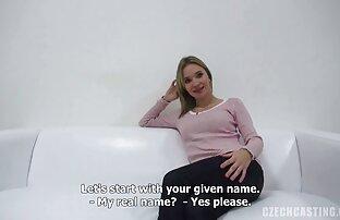 Auf dem Tisch in der Küche reife frauen free video einer Frau mit einer schönen fingernden Muschi