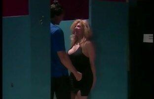 Schönes Mädchen in Öl mit einem Mann auf einem sexvideo reife Massagetisch