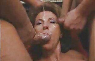 Blondine mit einem süßen reife paare videos Kerl im Badezimmer