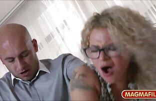 Flexible blonde extensive, lange Beine in einer sex-massage-Sitzung porn reife