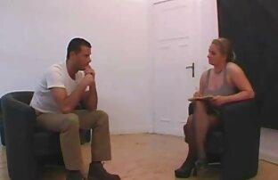 Rote Hühnerbeine zu deutsche sex videos mit reifen frauen Hause Griff vor der Kamera