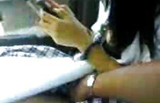 Auf der iPhone-Kamera streitet sich eine Tochter mit gratis video von reifen frauen in nylons einem Freund in der Muschi